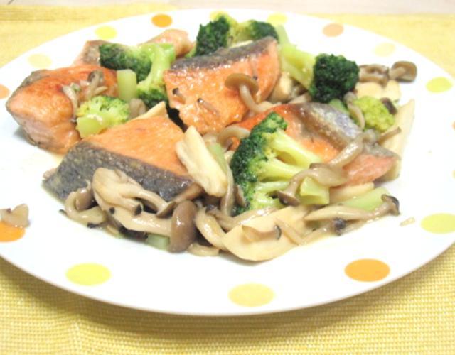 秋鮭ときのこの味噌マヨ炒め