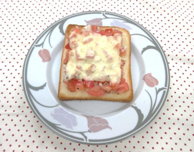 とろーりトマトトースト