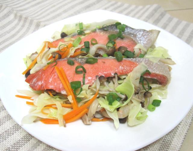 塩紅鮭の野菜蒸し