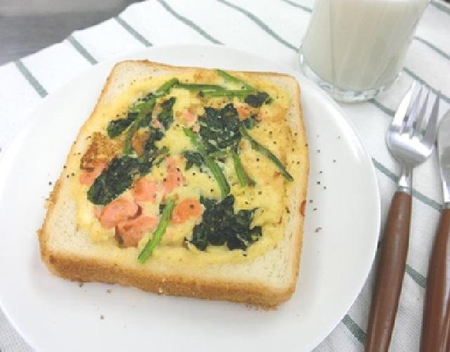 鮭とほうれん草の食パンキッシュ