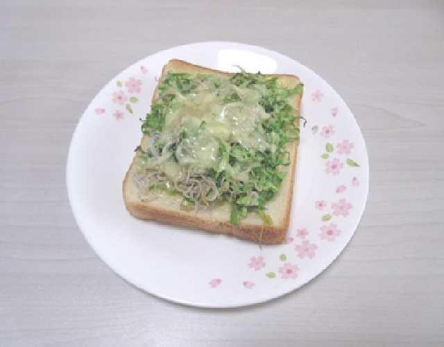 春キャベツとしらすのトースト