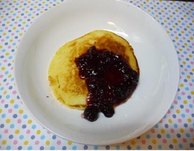 ベリーソースのパンケーキ