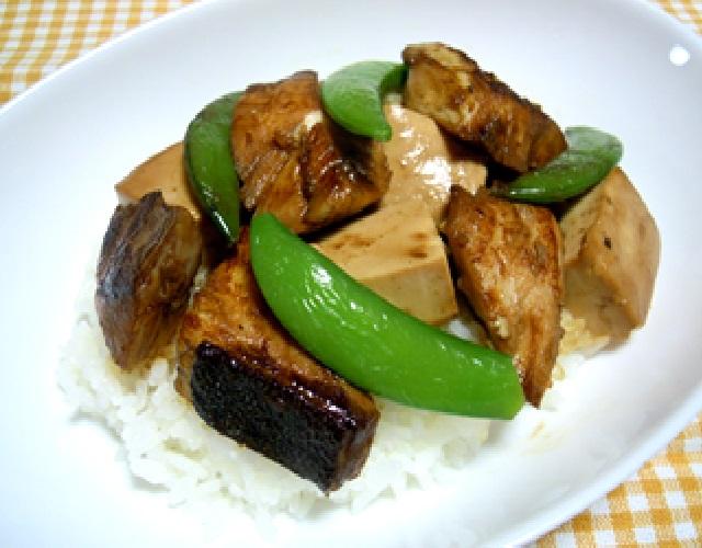ぶりと豆腐の甘辛丼