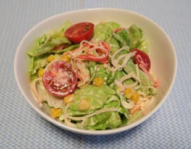 レタスとかにかまのサラダ