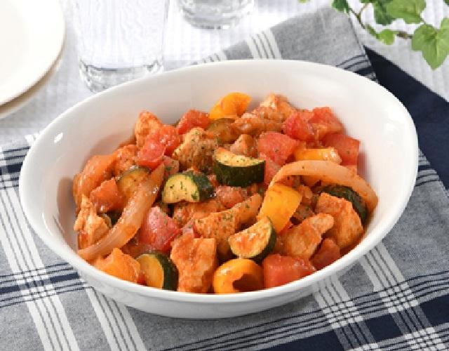 フライパンで簡単!夏野菜とチキンのトマト煮