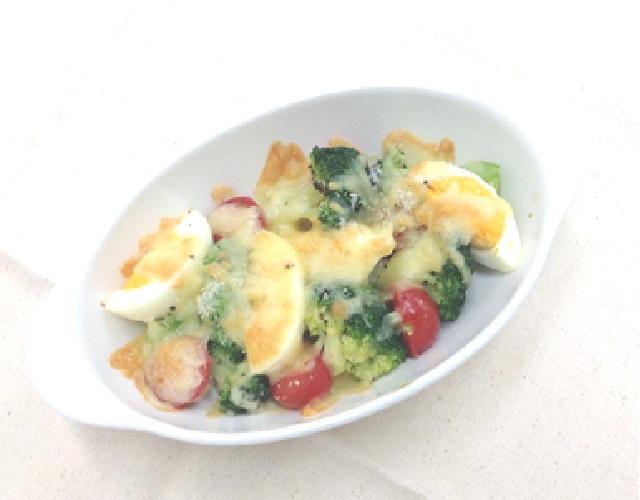 ゆで卵と野菜のチーズ焼き