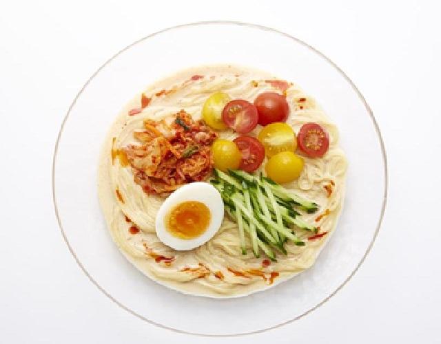 夏野菜とキムチの冷やし豆乳坦々麺