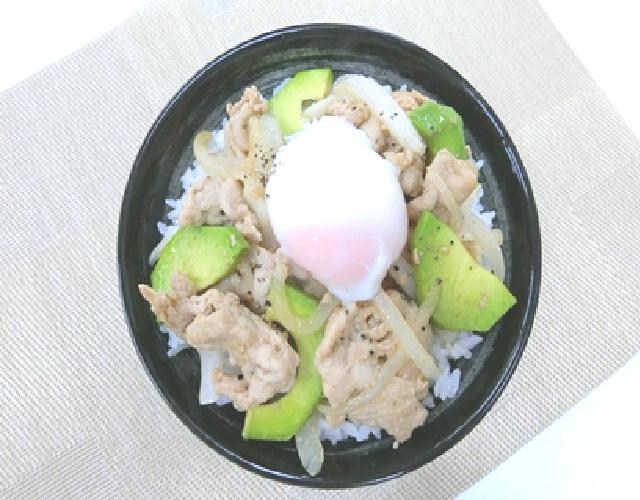豚肉とアボカドの生姜焼き丼