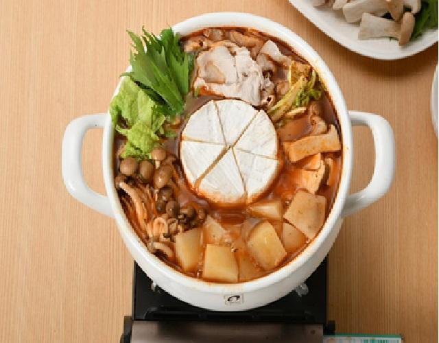 丸ごとカマンベールチーズ鍋