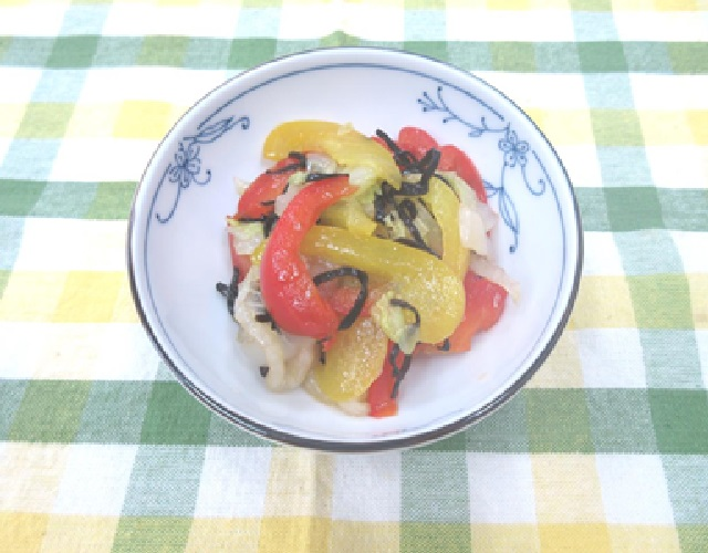 パプリカと白菜の塩昆布和え