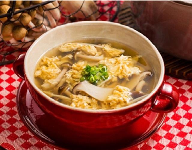 きのこと卵のふわふわスープ