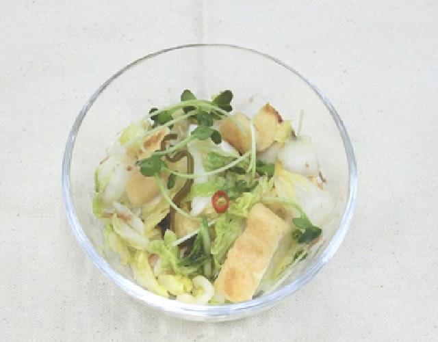 白菜漬けと油揚げの和え物